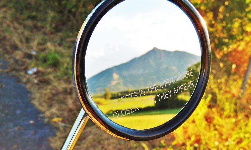 Gli oggetti nello specchio sono più vicini di quanto appaiano